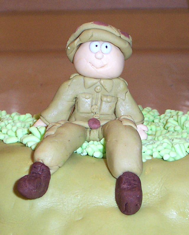 עוגה מפוסלת - חייל מקרוב