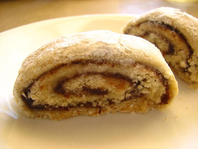 עוגיות רולדה במלוי תמרים