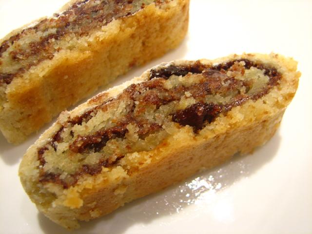 עוגיות רולדה במילוי שוקולד וצימוקים