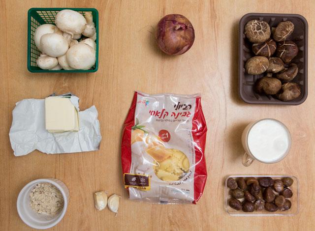 מצרכים לרביולי גבינה ברוטב ערמונים ופטריות. צילום: בני גם זו לטובה