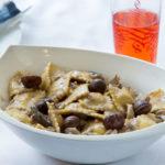 רביולי גבינה ברוטב ערמונים ופטריות. צילום: בני גם זו לטובה
