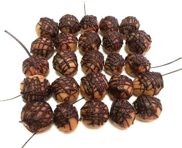 כדורי מרציפן ממולאים אגוז לוז ונוגט ומצופים שוקולד
