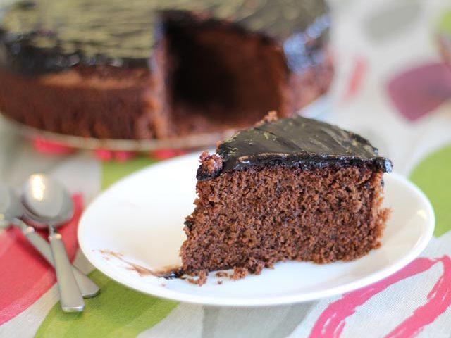 עוגת שוקולד בציפוי שוקולד