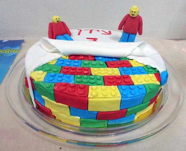 עוגת לגו מבצק סוכר
