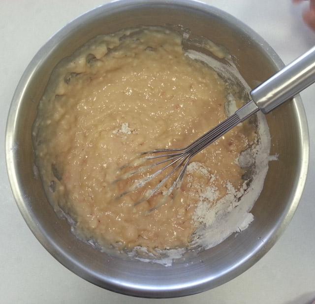 תערובת עוגה אחרי הוספת כל החומרים