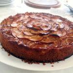 עוגת דבש עם פרחי תפוחים
