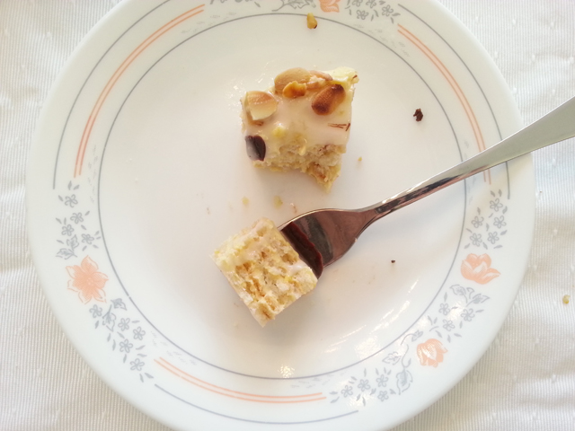 עוגת שכבות בצק שקדים
