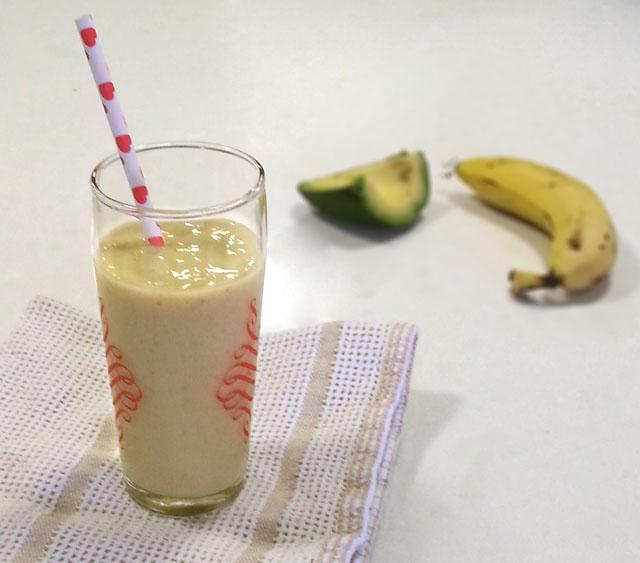שייק אבוקדו-בננה