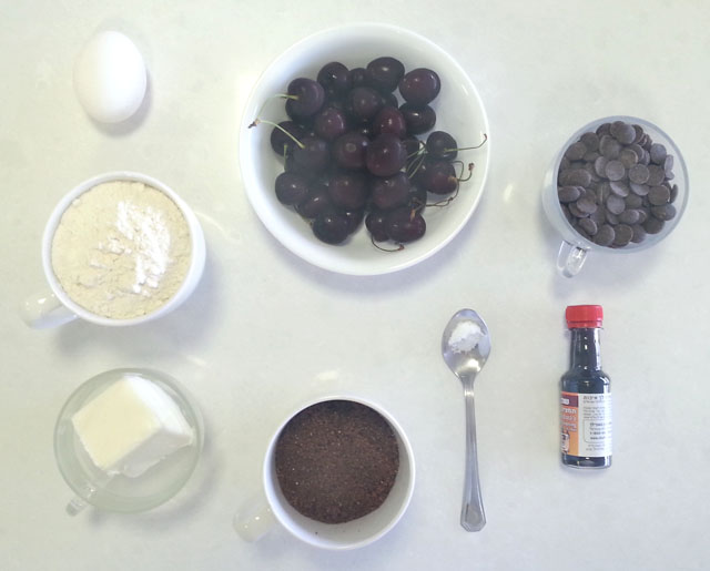 מצרכים לבלונדיס דובדבנים ושוקולד צ'יפס