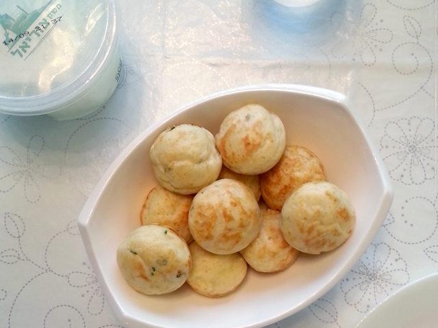 מיני מאפינס גבינה בולגרית ועשבי תיבול