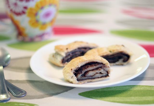 עוגיות מגולגלות ממולאות טחינה ושוקולד