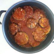 פרוסות חצילים ברוטב עגבניות