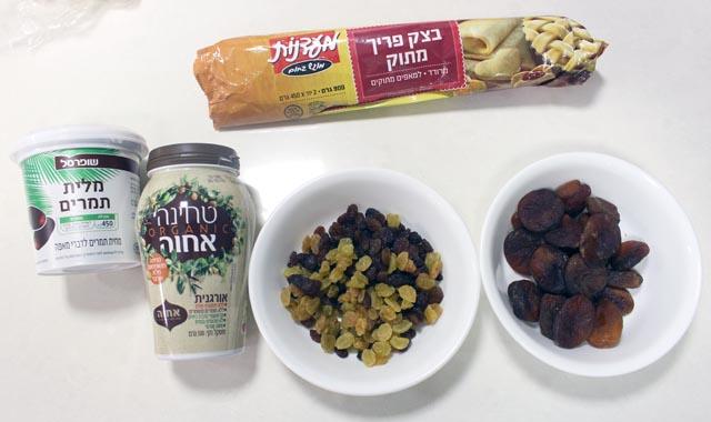 מצרכים לעוגיות מגולגלות עם פירות יבשים