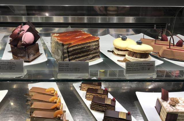 עוגות טעימות בבית הקפה ג'רבו
