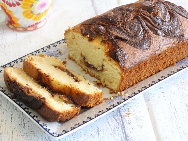 עוגת וניל עם קרם שוקולד