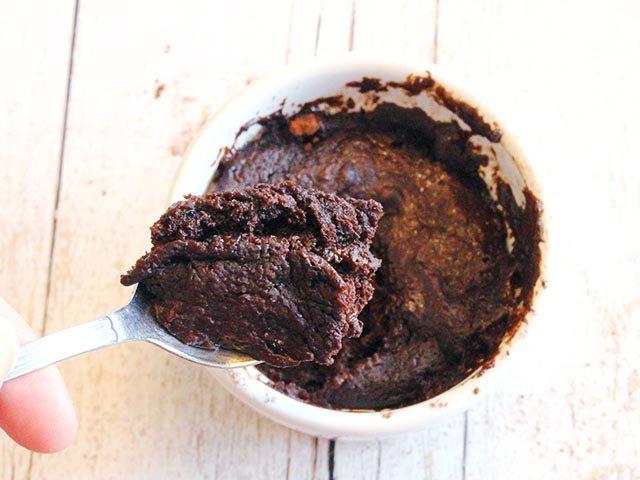 עוגת שוקולד בכוס (טבעונית, ללא גלוטן, בלי סוכר)