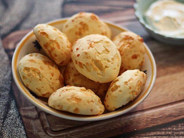 לחמניות גבינה ברזילאיות – פאו דה קז'ו