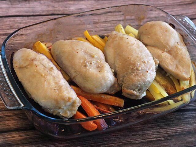 חזה עוף שלם בתנור עם גזרים